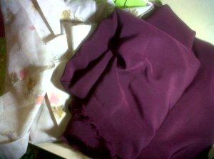 kain merah marun