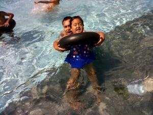 saat renang di Pikatan Water Park